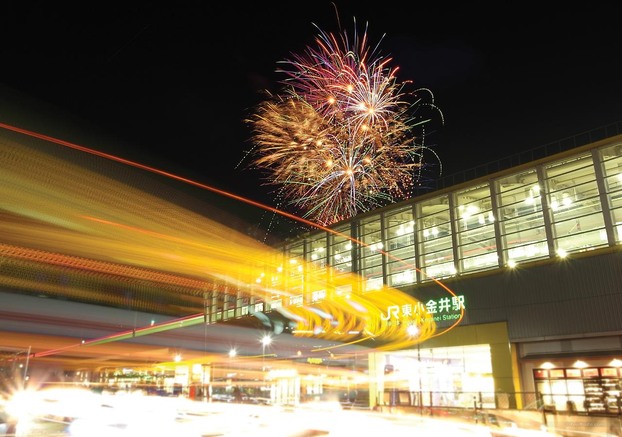 ヒガコサマーフェスティバル - 東小金井駅舎越しの花火(むさこくらぶ(2016年7月号(vol.111))掲載)