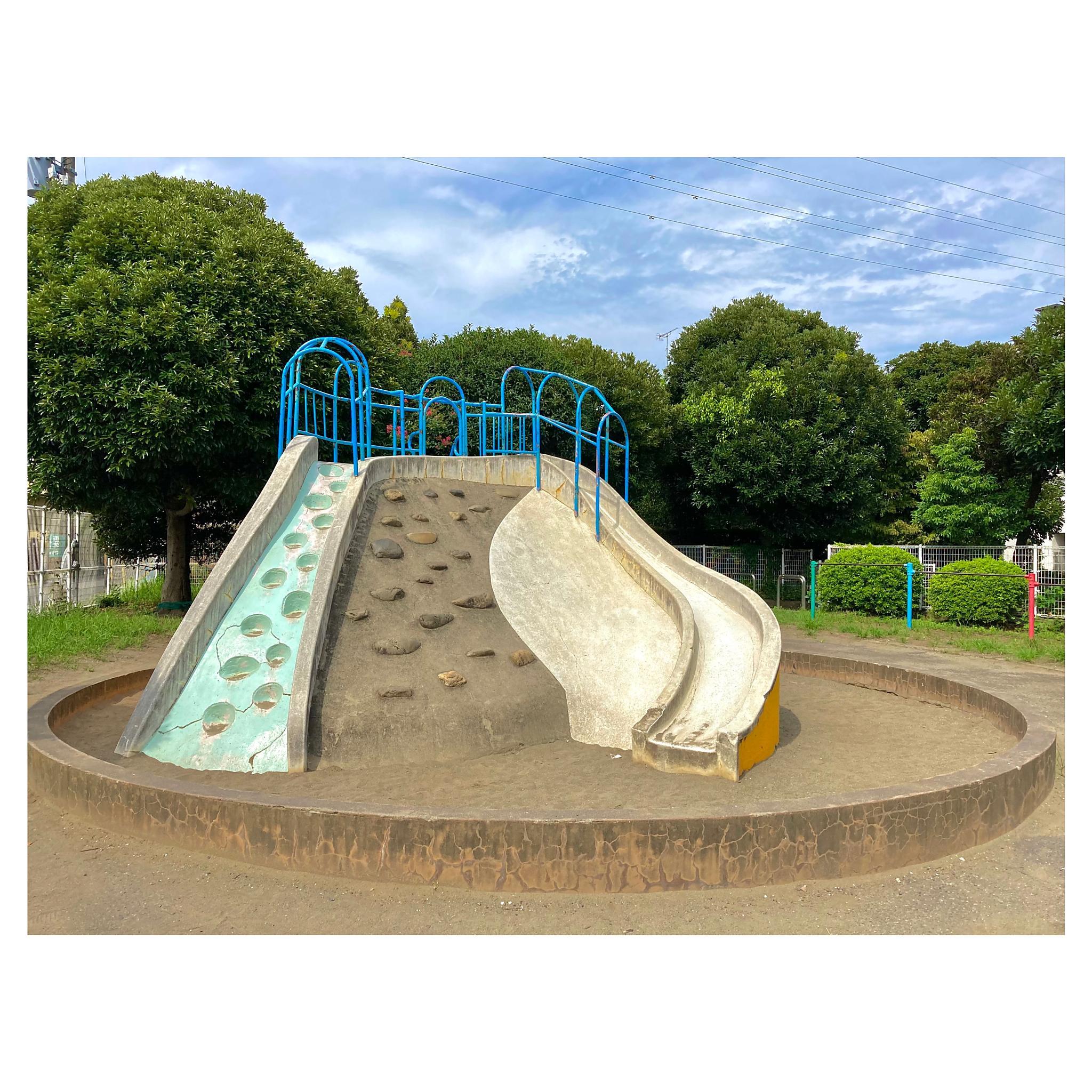 公園・滑り台と砂場と鉄棒 新町第2幼児公園 東京・府中市